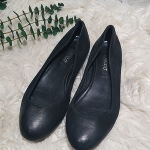 ECCO black leather ballet flats size 37 or us 7